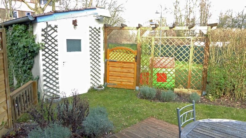 Terrasse + Blick in den Garten