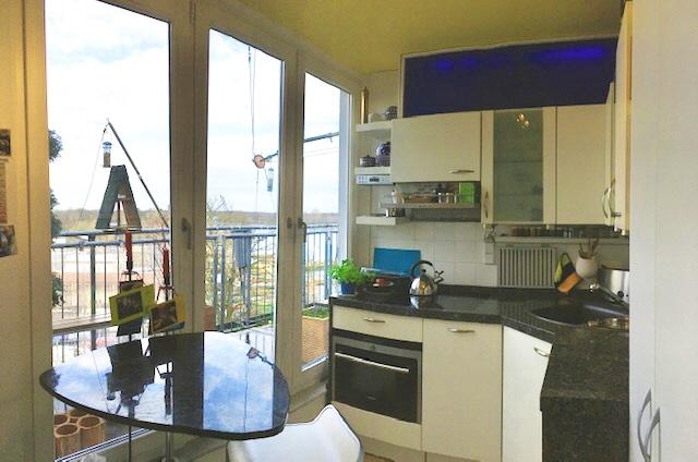 Küche mit Blick zur Terrasse